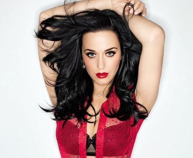 Katy Perry reggiseno in vista