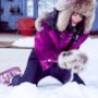 Rihanna gioca con la neve di Aspen