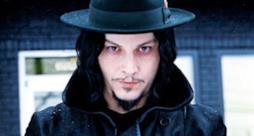Jack White con cappello nero