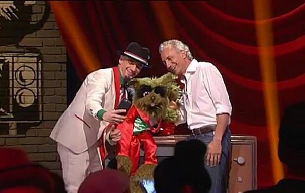 J-Ax con Marco Travaglio nel programma tv Sorci Verdi