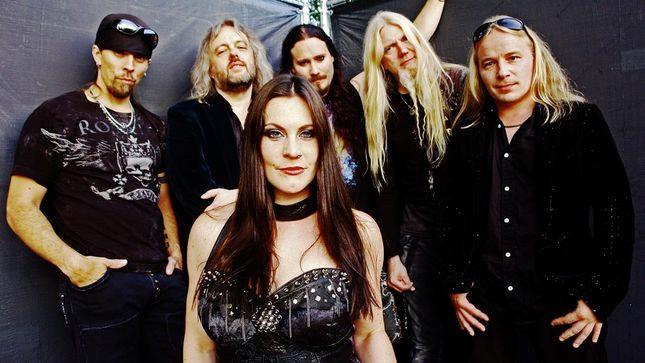 Floor Jansen, la cantante dei Nightwish, con gli altri membri della band