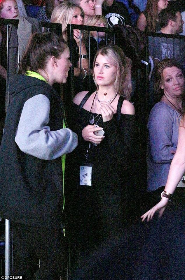Briana ormai fa parte della famiglia Tomlinson, eccola con la sorella di Louis