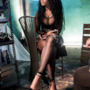 Nicki Minaj seduta nel backstage del video di Only
