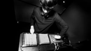Piccole applicazioni che permettono di divertirsi con la musica elettronica: l'era delle drum machin