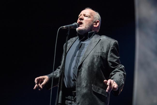 Joe Cocker canta live allo Zenith di Parigi nel 2013