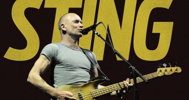 Foto di Sting che suona dal vivo