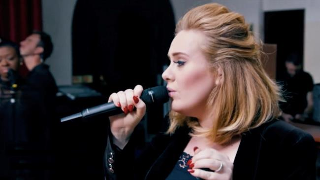 Adele nel video di When We Were Young
