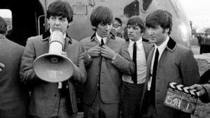 "I componenti dei Beatles sul set del film ""A Hard Day's Night"""