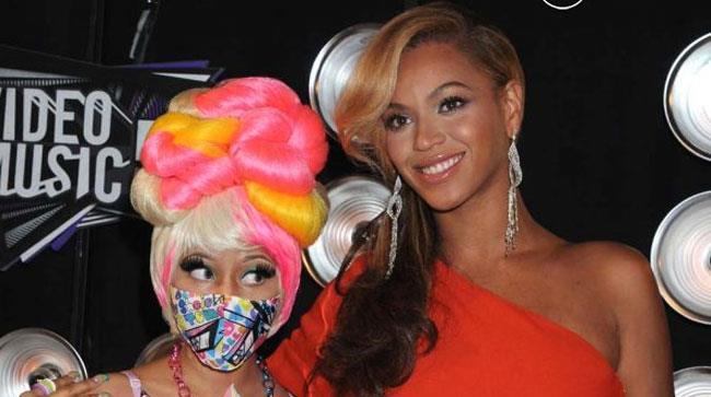 Beyoncé e Nicki Minaj abbracciate