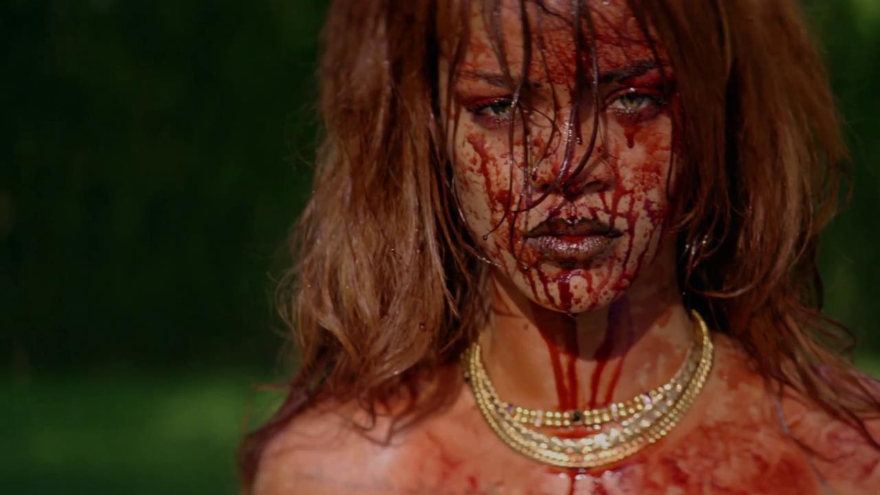 Rihanna insanguinata