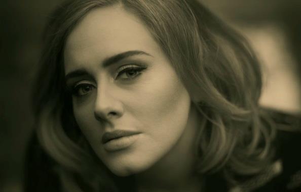 Adele sulla copertina del suo nuovo album 25