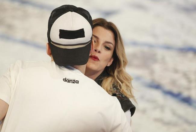 Emma Marrone bacia Mattia Briga ad Amici 14