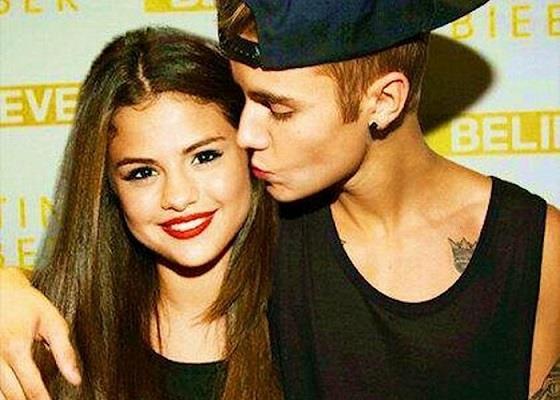 Justin Bieber dà un bacio sulla guancia a Selena Gomez