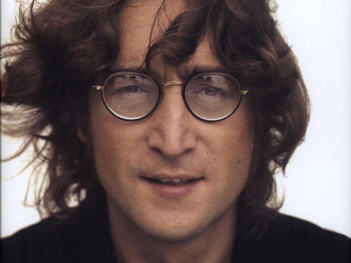 In vendita una ciocca di capelli di John Lennon con base d'asta 10 mila dollari