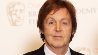 Paul McCartney a mezzo busto