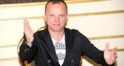 Gigi D'Alessio rischia 10 anni di carcere per rapina e aggressione