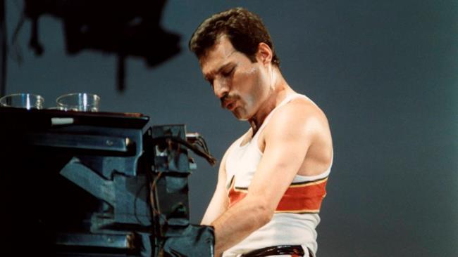Freddie Mercury al pianoforte