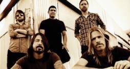 I Foo Fighters in formazione completa.