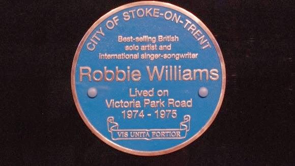 Targa blu consegnata al padre di Robbie Williams