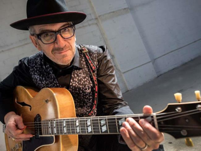 Elvis Costello, cantautore e compositore inglese