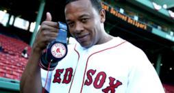 Dr. Dre con le cuffie Beats dei Red Sox