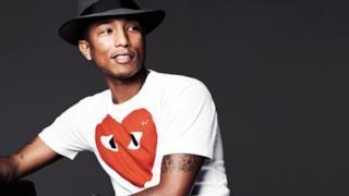 Pharrell Williams cappello e tshirt con cuore