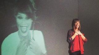 Alessandra Amoroso nel video del singolo L'hai dedicato a me