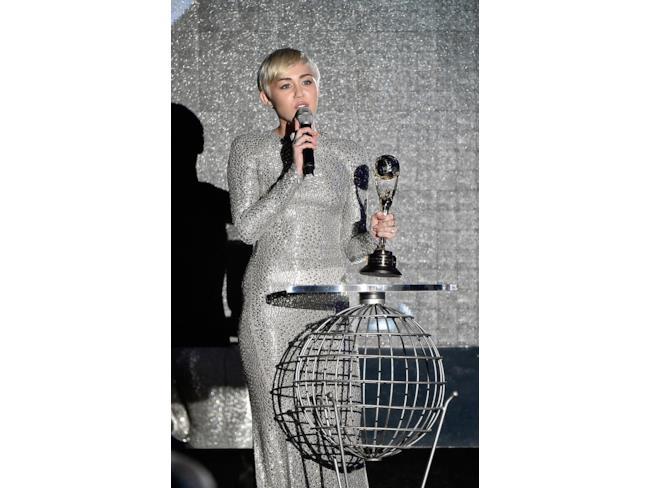 Miley Cyrus con il premio vinto
