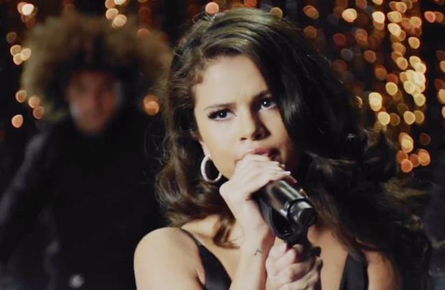 Selena Gomez nel videoclip di Same Old Love