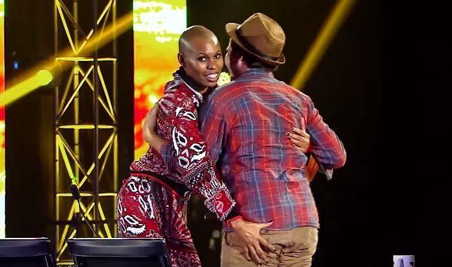 Skin mette la mano sul culo a Elijah nella seconda puntata di X Factor 9