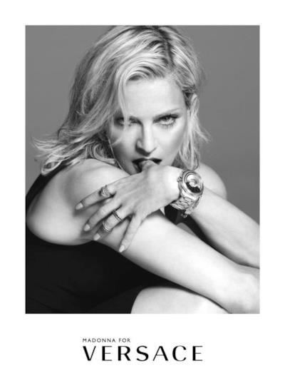 Primo piano di Madonna per la campagna P/E 015 di Versace