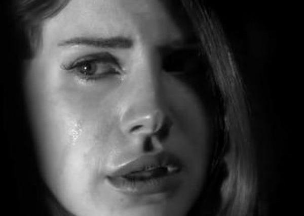 Lana Del Rey in lacrime