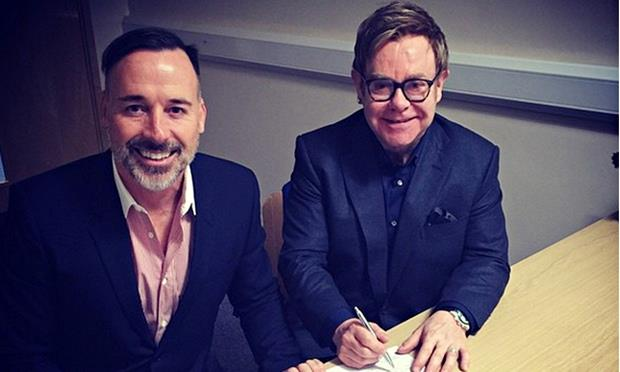 Elton John con il compagno David Furnish