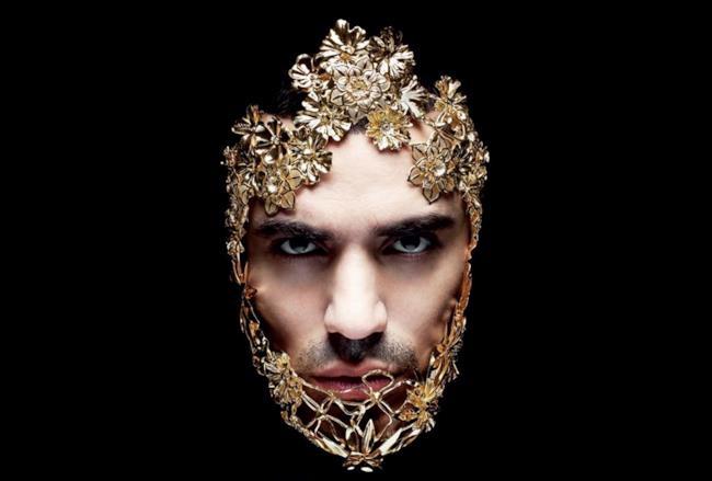Marracash con una maschera d'oro sulla copertina di Status