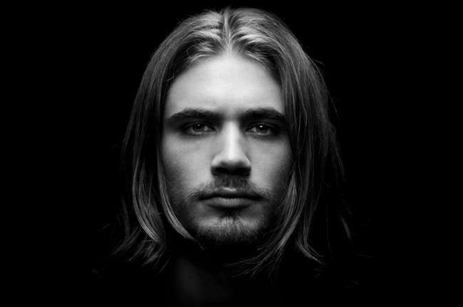 Il DJ e produttore francese Michael Calfan
