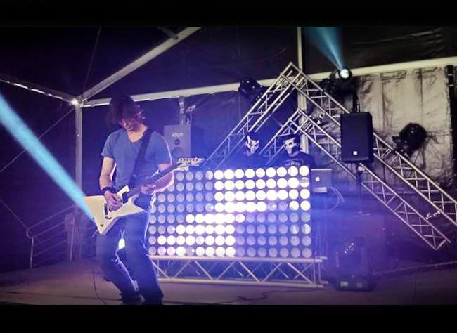 I The Moogs live con chitarra elettrica