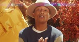 Pharrell Williams nel videoclip Gust of Wind