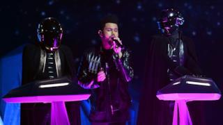 I Daft Punk insieme a The Weeknd durante l'esibizione ai Grammy