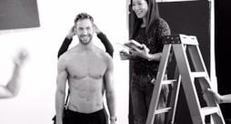 Calvin Harris sul set fotografico di Armani