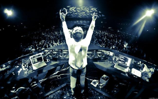 Il DJ olandese Armin Van Buuren ha rilasciato il nuovo singolo durante