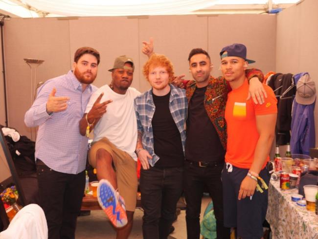 Nella foto Ed Sheeran e i Rudimental