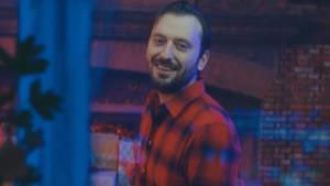 Cesare Cremonini nel video di Eccolo qua il Natale