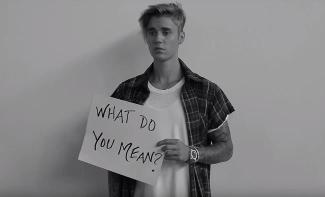 Justin Bieber nel video in bianco e nero di What Do You Mean?