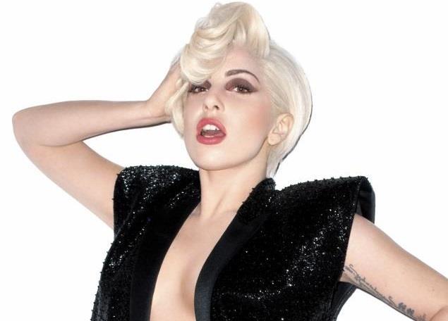 Lady Gaga bionda per Harper's Bazaar
