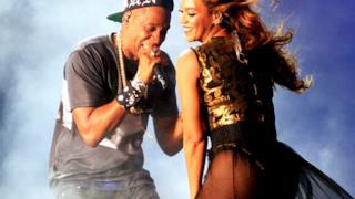 Beyoncé e Jay-Z in concerto insieme sorridono felici