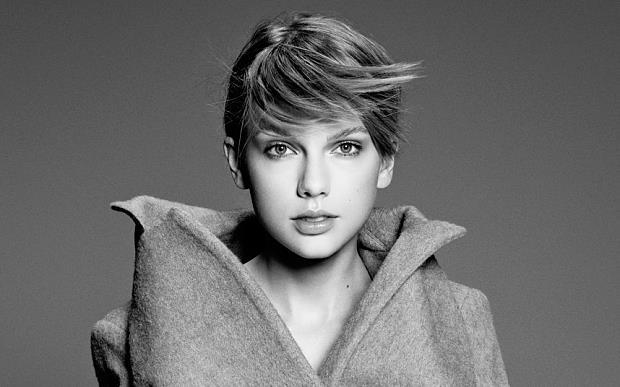 Taylor Swift in bianco e nero