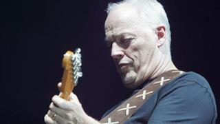 David Gilmour imbraccia una Fender