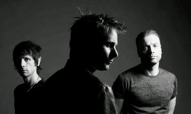 I 3 componenti dei Muse, foto in bianco e nero