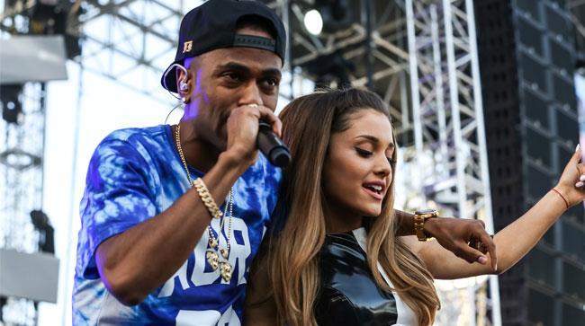 Big Sean abbraccia Ariana Grande sul palco