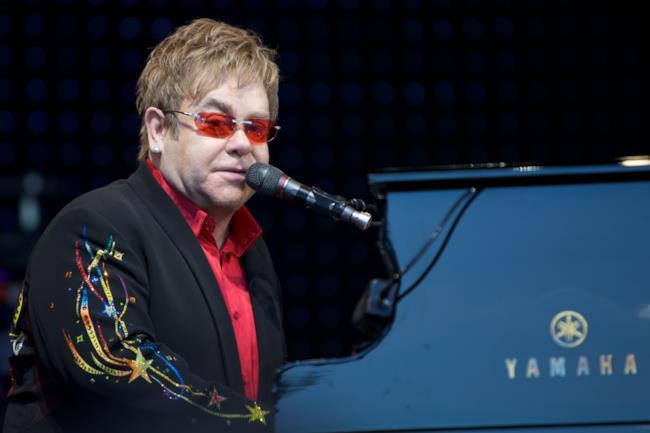 Elton John tra gli ospiti di stasera 9 febbraio al festival della canzone italiana